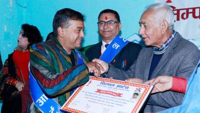 Photo of पत्रकार गिरी र कलाकर्मी सम्मानित